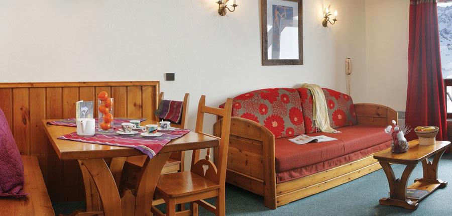 france_three-valleys-ski-area_val-thorens_residence-village-montana-apartments_lounge-dining-area.jpg